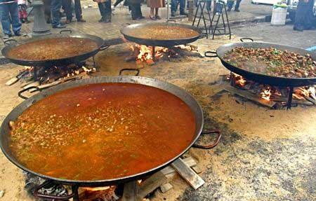 Paella de rues à Valence pendant les Fallas